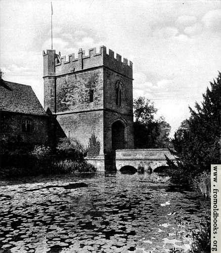 [Picture: Broughton Castle]