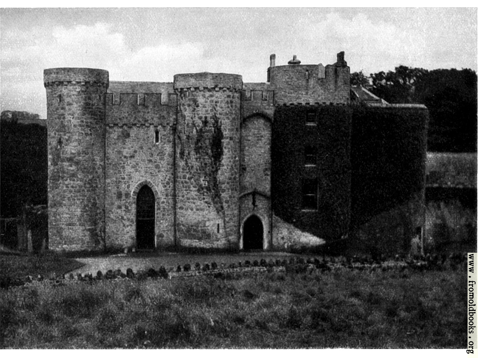 3K In Miles >> Upton Castle: The Gate-House